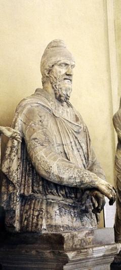 Statuie de nobil dac, cu o înălţime originară de 3m. statuidedaci.ro