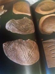 Scrierea neolitică dunăreană. Simbolul constelaţiei Cassiopeea. mostenireculturala.com